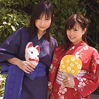 Two gravure idol hotties posing as wife and wife in their bikinis